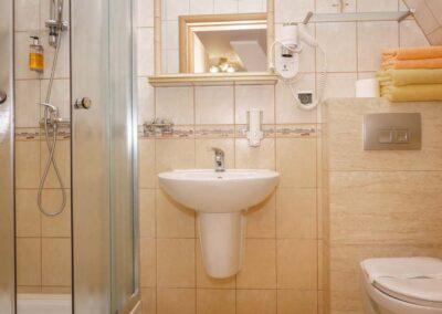 Łazienka z prysznicem - Hotel Cis Świnoujście